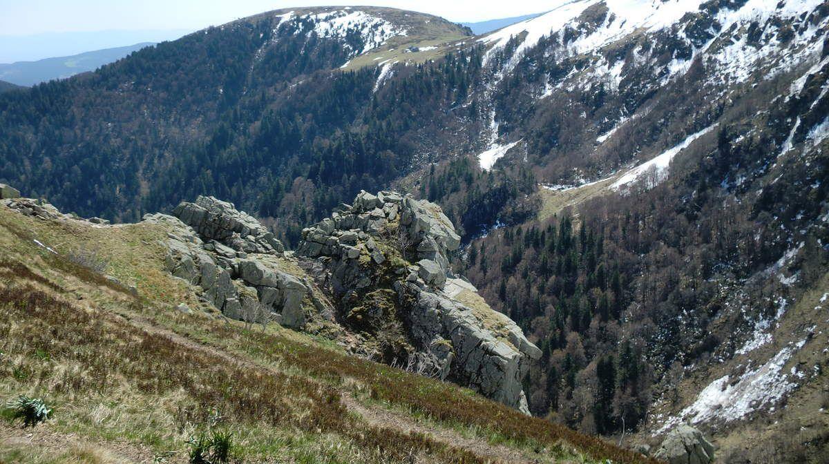 """Des paysages """"alpestres"""" grandioses à couper le souffle dans la vallée de Munster. (Vue du haut de la Martinswand, vers le Petit Hohneck et le Col du Schaefferthal..)"""