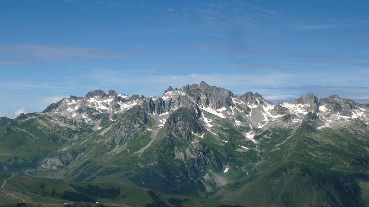 Le massif de la Lauzière dans toute sa splendeur.  C'est un moment magique!!!!