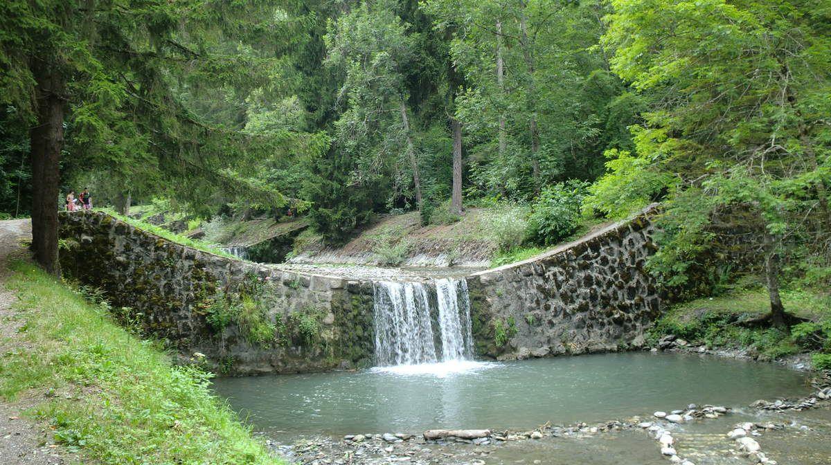 Les murets des barrages étant de parfaits plongeoirs....