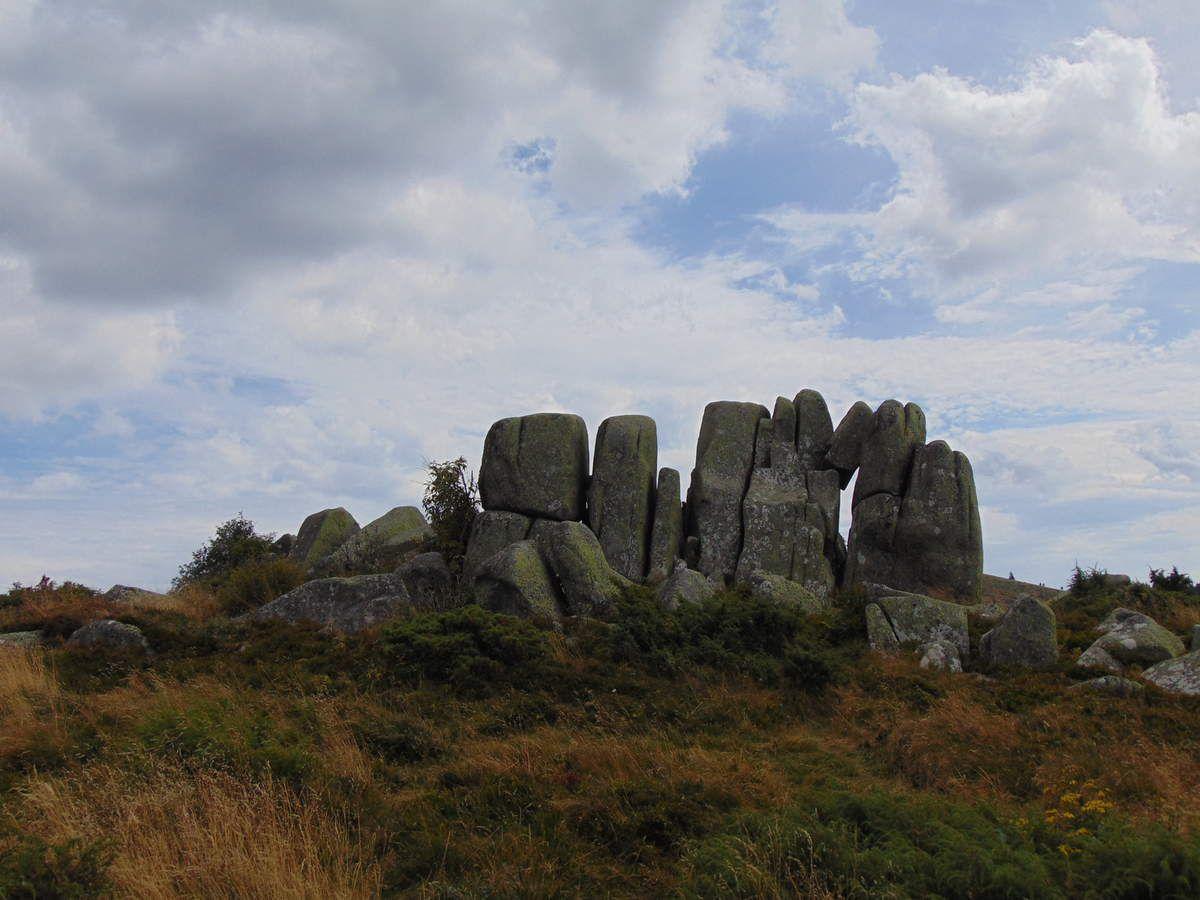 Une randonnée au milieu de rochers cyclopéens....