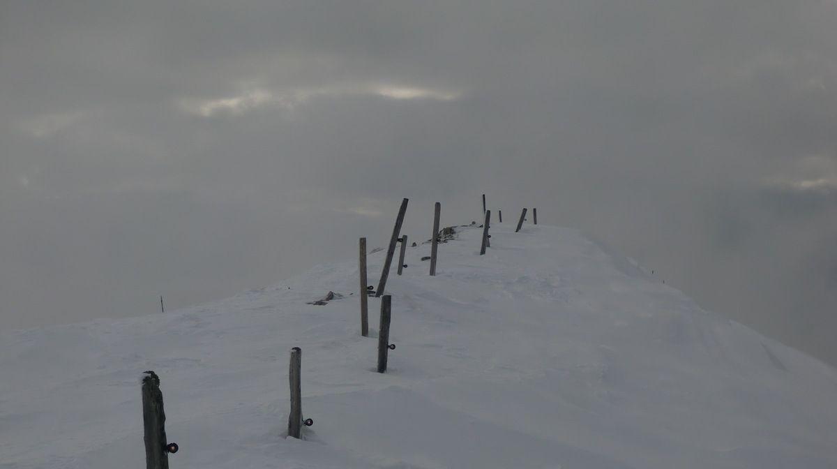 Le sommet du Petit Chasseral. Le temps se gâte.