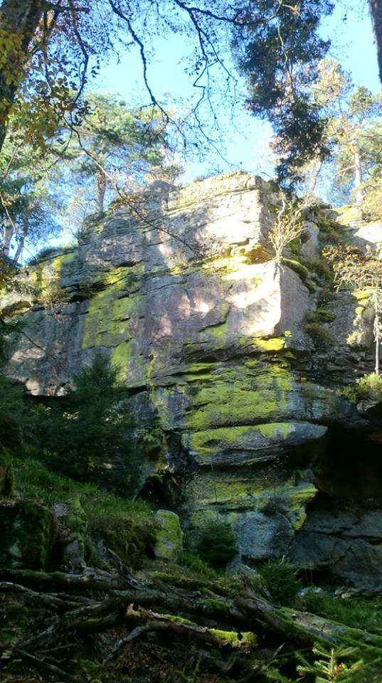 Le Rocher des Géants vue depuis sa base.
