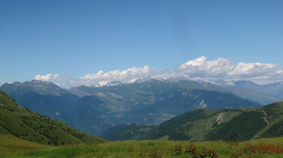 Juillet - Vue sur le Massif du Blanc depuis le Col de la Madeleine (Savoie)