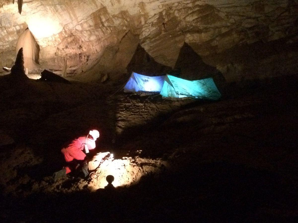 Reconstitution du campement des spéléologues qui ont explorés pour la première fois cette cavité dans les années 1960.
