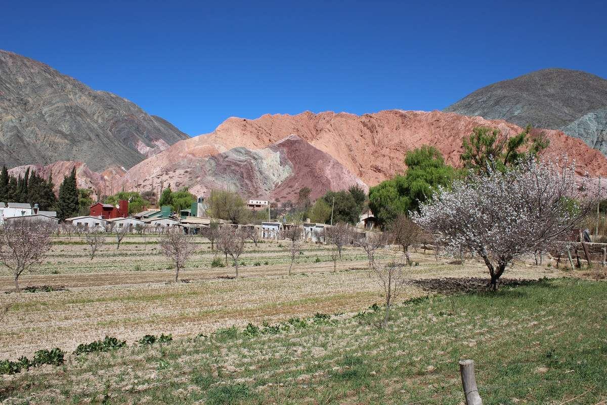 La fameuse montagne aux 7 couleurs, plutôt une colline en fait...