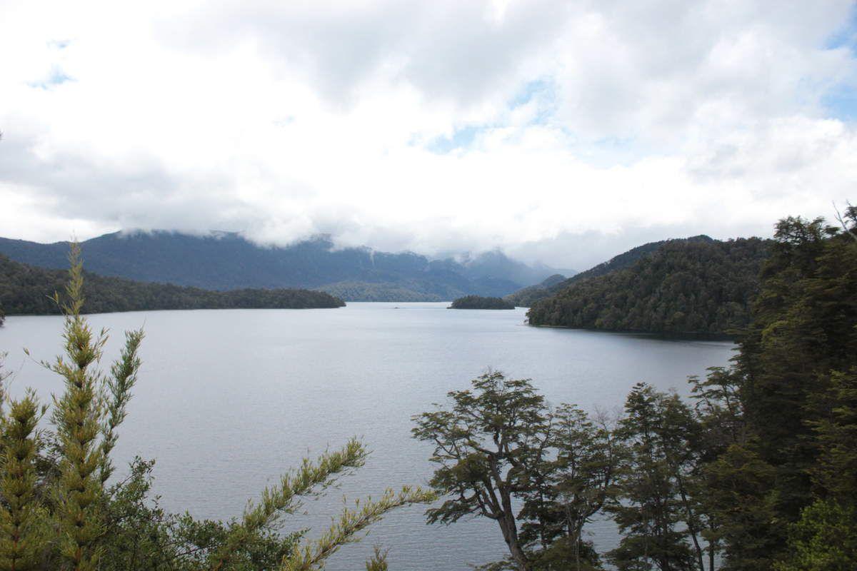 """""""Lago Espejo"""" qui signifie """"Lac Miroir""""... plutôt râté l'effet miroir!"""