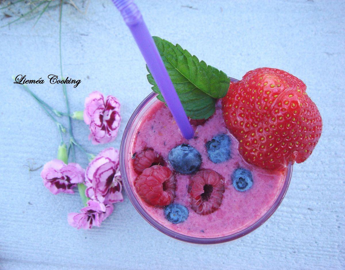 Smoothie framboises fraises myrtilles