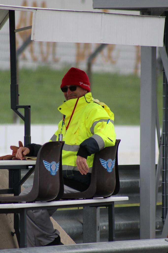 Merci aux commissaires de piste et à l'équipe du Moto Club du Circuit d'Albi. Ils ne sont pas tous représentés ici, je ferai mieux la prochaine fois :D