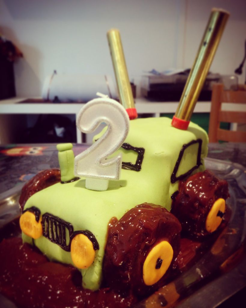 recette du g teau d 39 anniversaire tracteur de ses 2 ans ma vie de maman natur 39 elle 39 ment. Black Bedroom Furniture Sets. Home Design Ideas