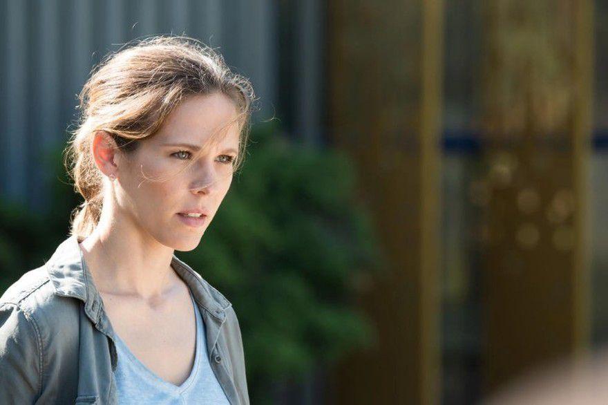 Lucie Salducci ( Lorie Pester) / DNA-TF1