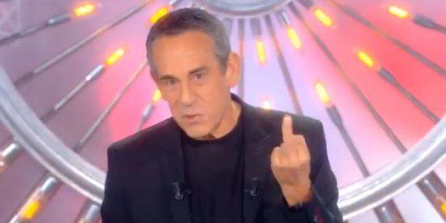 Thierry Ardisson adresse un doigt d'honneur aux Twittos