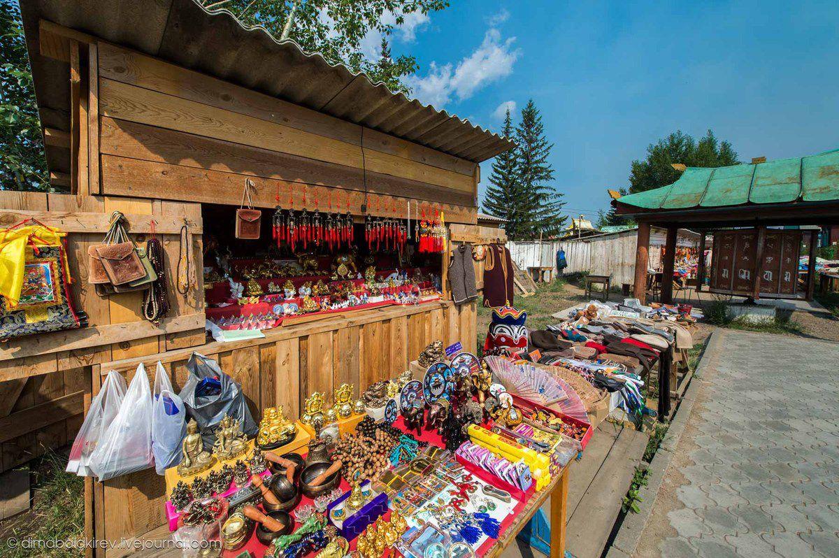 Petite boutique à l'entrée du monastère d'Ivolga.