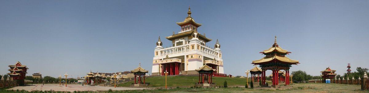 Les temples bouddhistes comme sites du tourisme religieux en Russie.