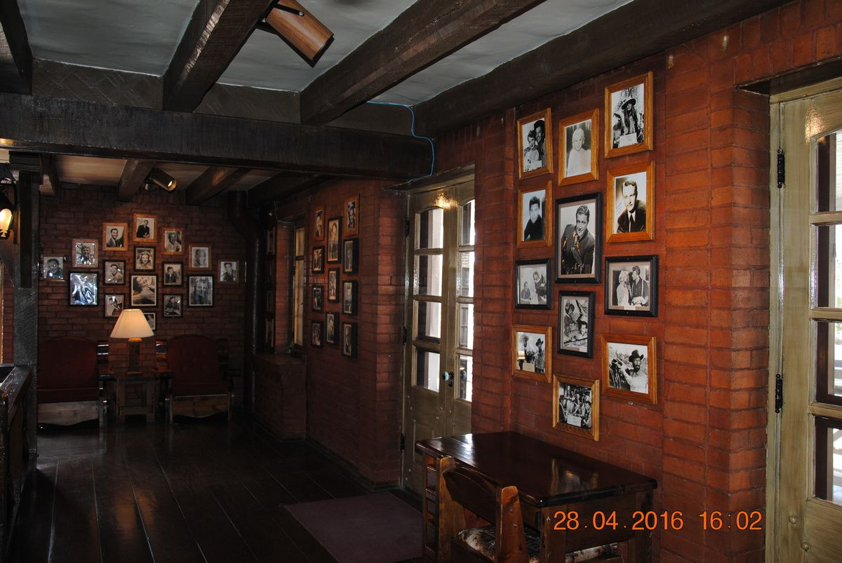 El Rancho Hotel