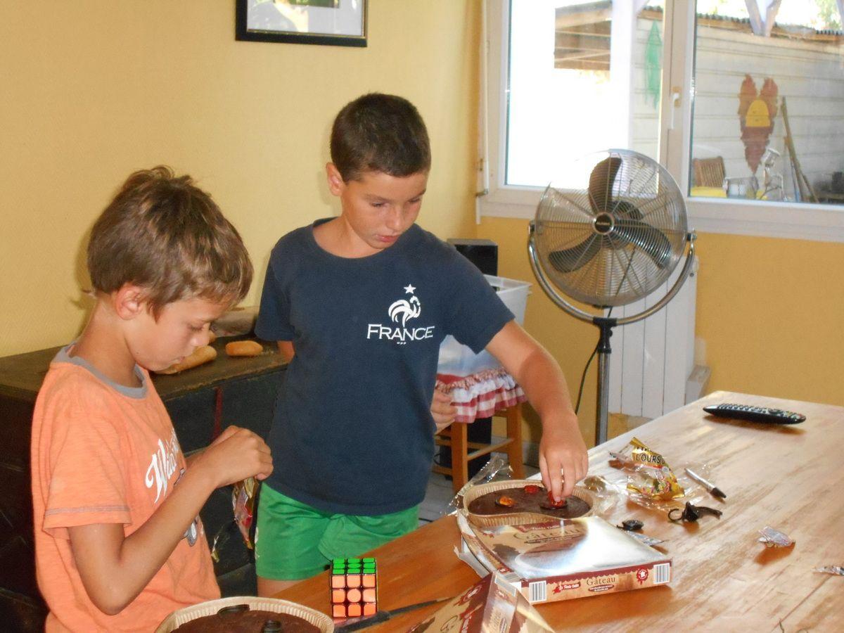 Arnaud et Gaëtan s'occupent du dessert.