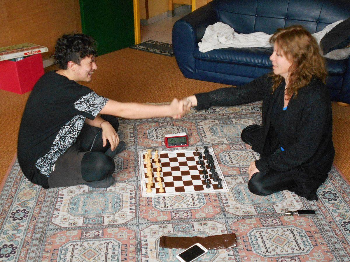 Aux échecs, comme au judo, on salue son adversaire.