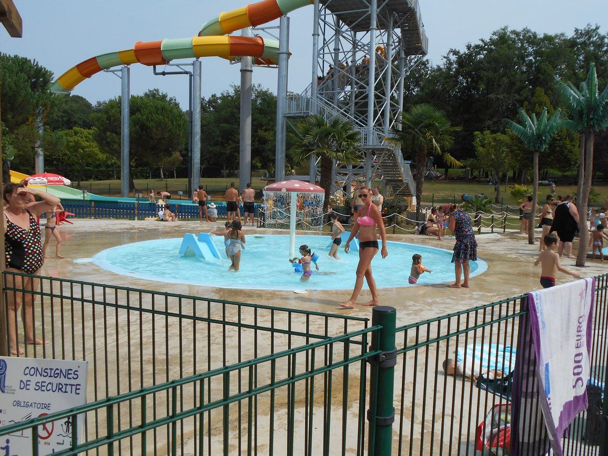 "PARC D'ATTRACTION ""JACQUOU PARC""."