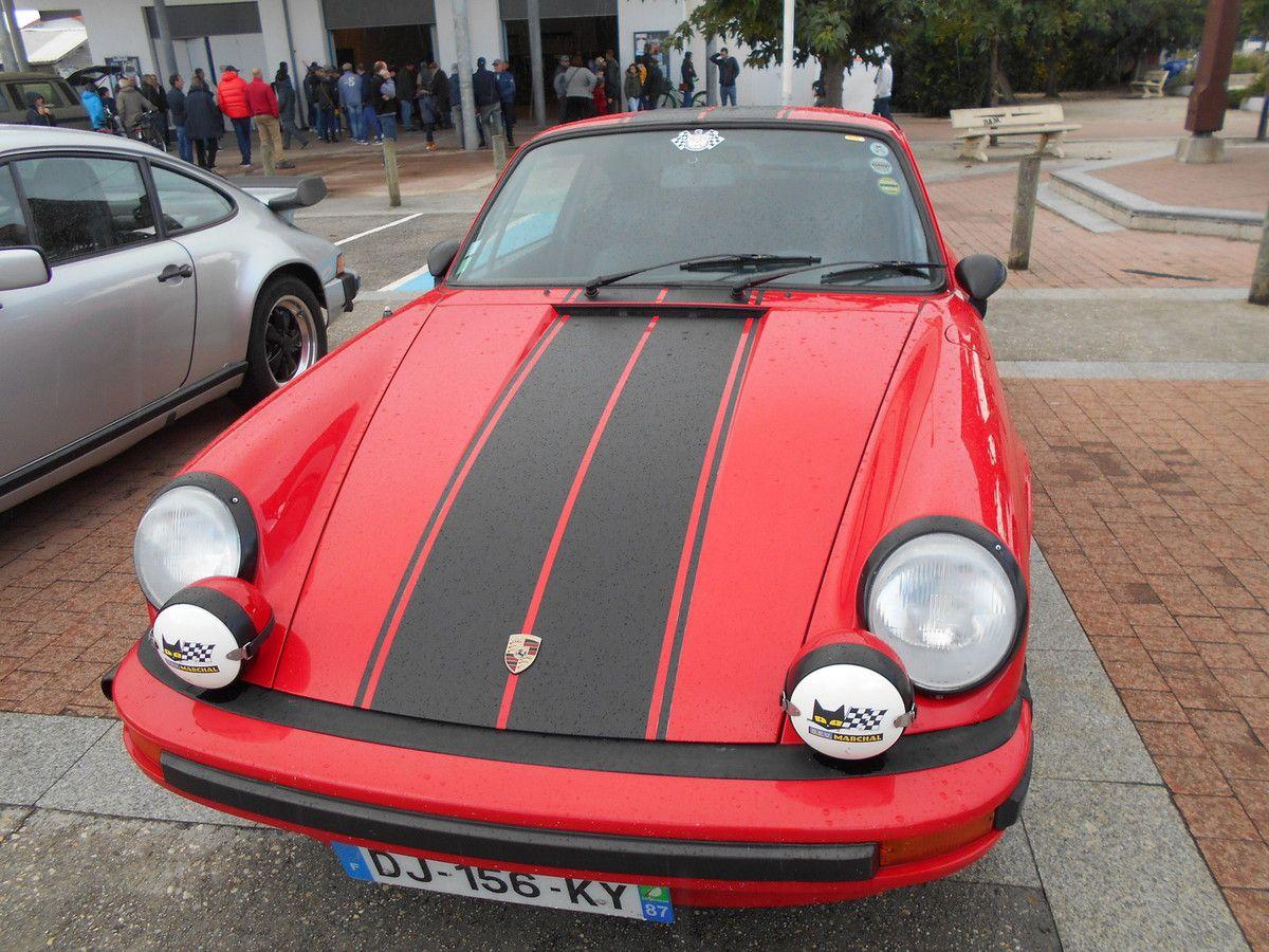 Quelques voitures anciennes et sportives s'étaient données rendez-vous à Montalivet.