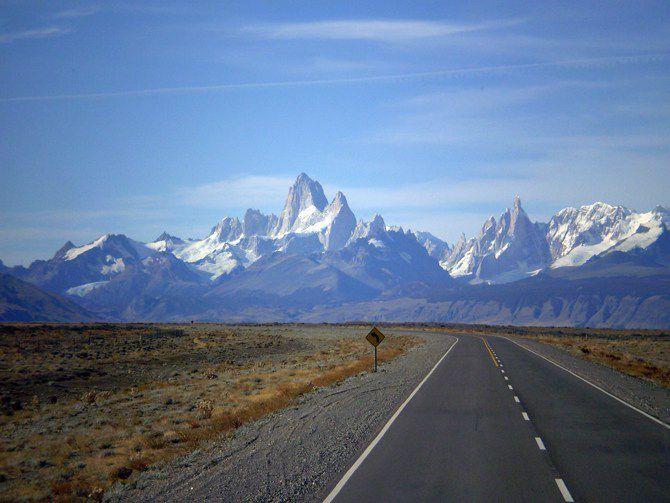 La carretera se nos abre para viajar hacia el horizonte