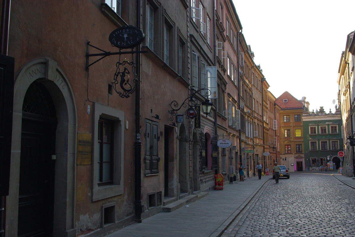 Le vieux Varsovie contraste énorme avec le nouveau Varsovie. Tout petit quartier, le seul qui vaut vraiment le déplacement.