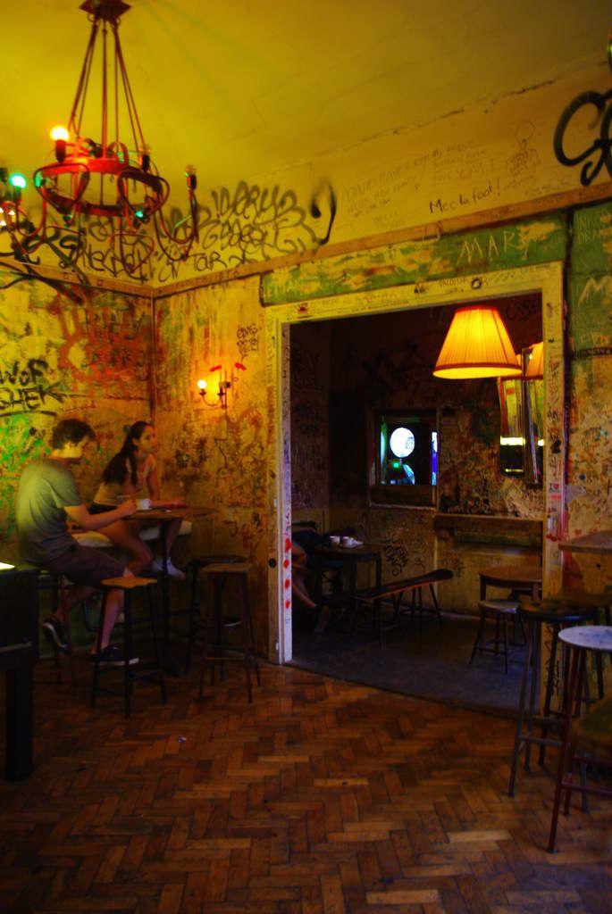 Le Szimpla: élu le meilleur bar au monde <3