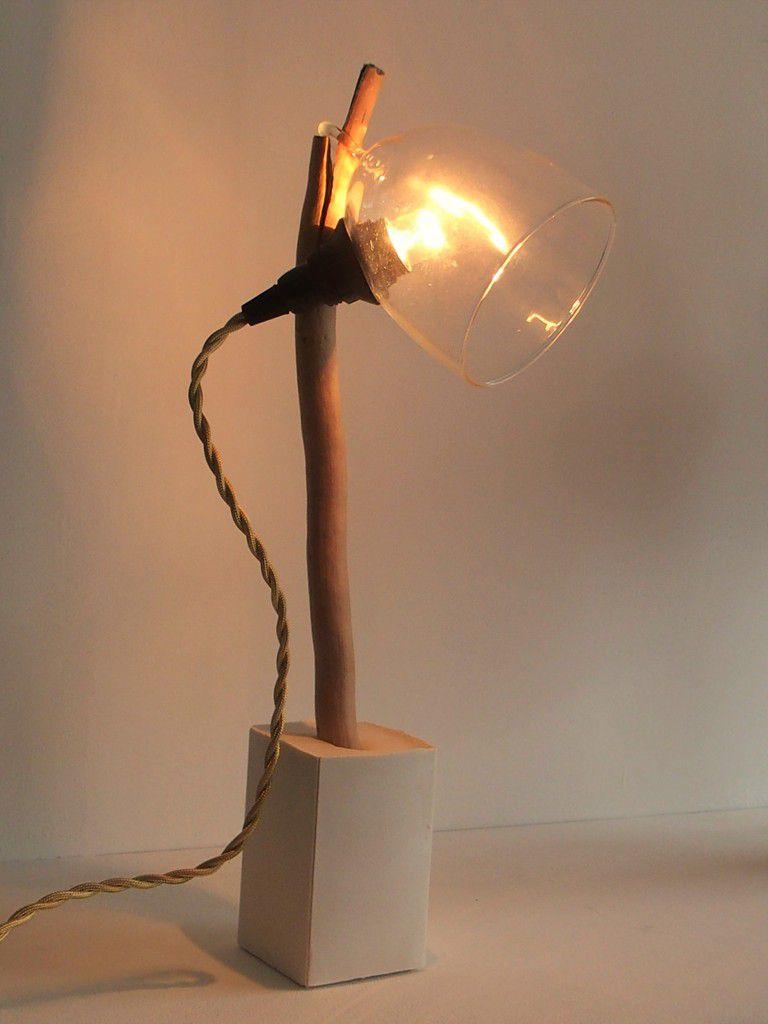 deux lampes, un petit vase et un bougeoir...