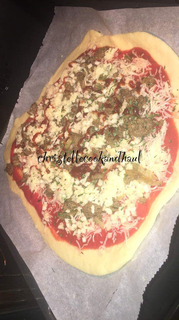 Pâte magique :pizza à la viande hâchée fromages et sauce barbecue