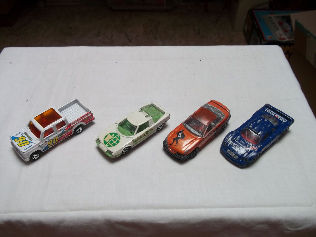 matchbox bus londonien n°17 1972, camion atlas 1975, snorckel fire engine 1977, hot wheels ford gt 1997.....majorette chevrolet pick up 1/76 217, gs camargue publicitaire 1/55 221, mustang gt 1/60 203/205, mercedes clk 232