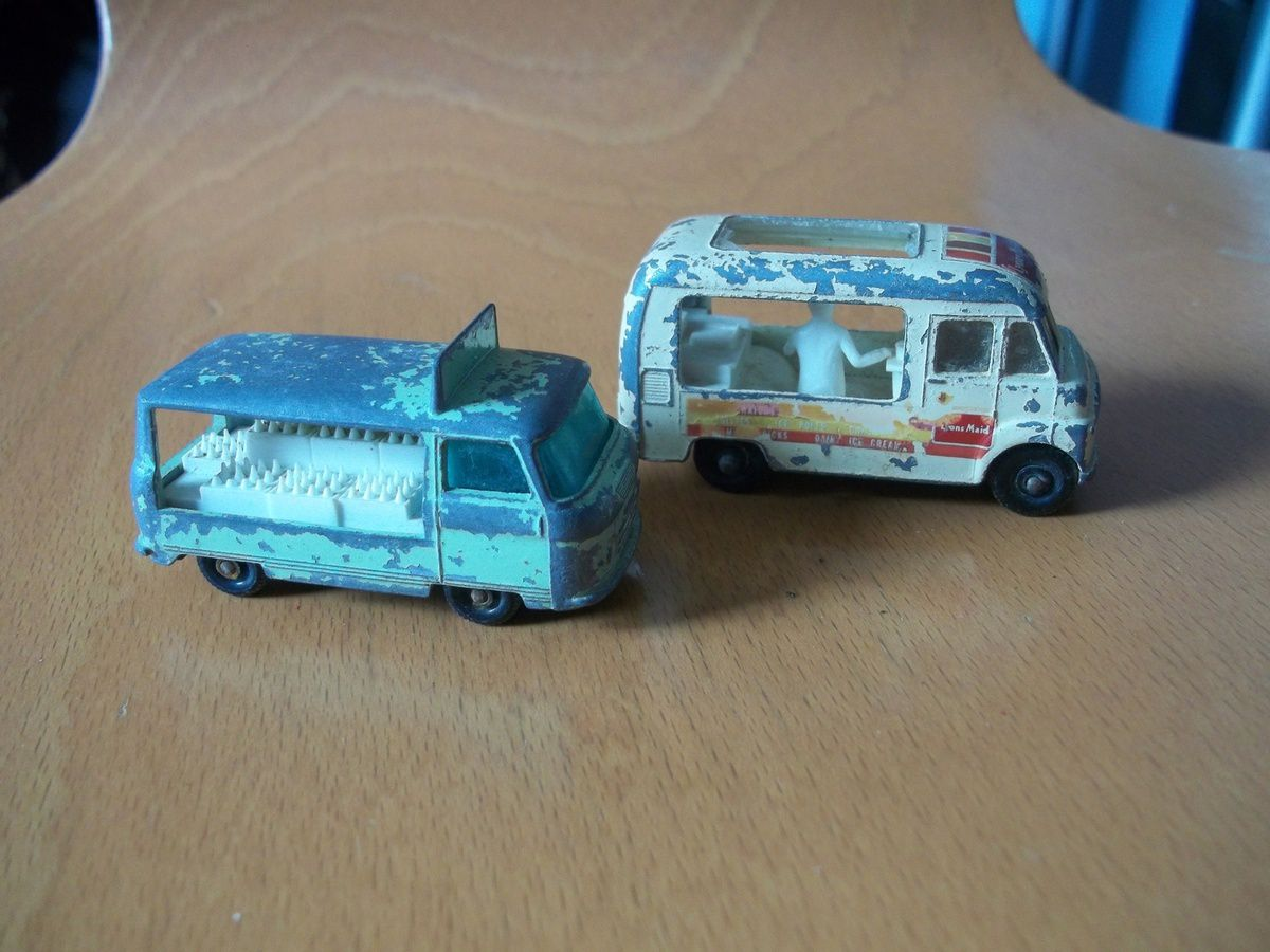 commer boattle float n°21, commer ice cream canteen n°47