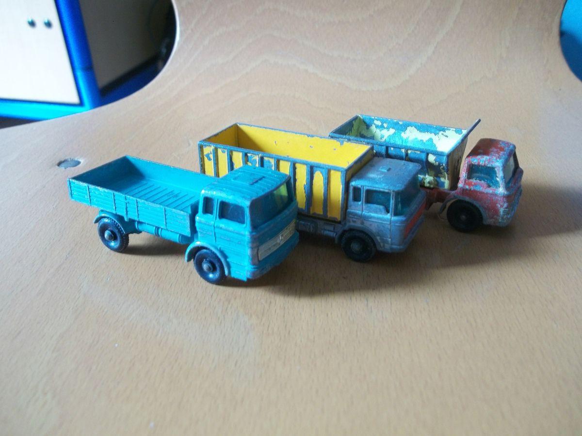 main hill dumper n°2, gmc tipper dick n°26, scalfolding truck n°11... bus serie n°66... camion bleu série n°1 Mecedes truck, série 47 tipper container truck, n°70 spreading truch