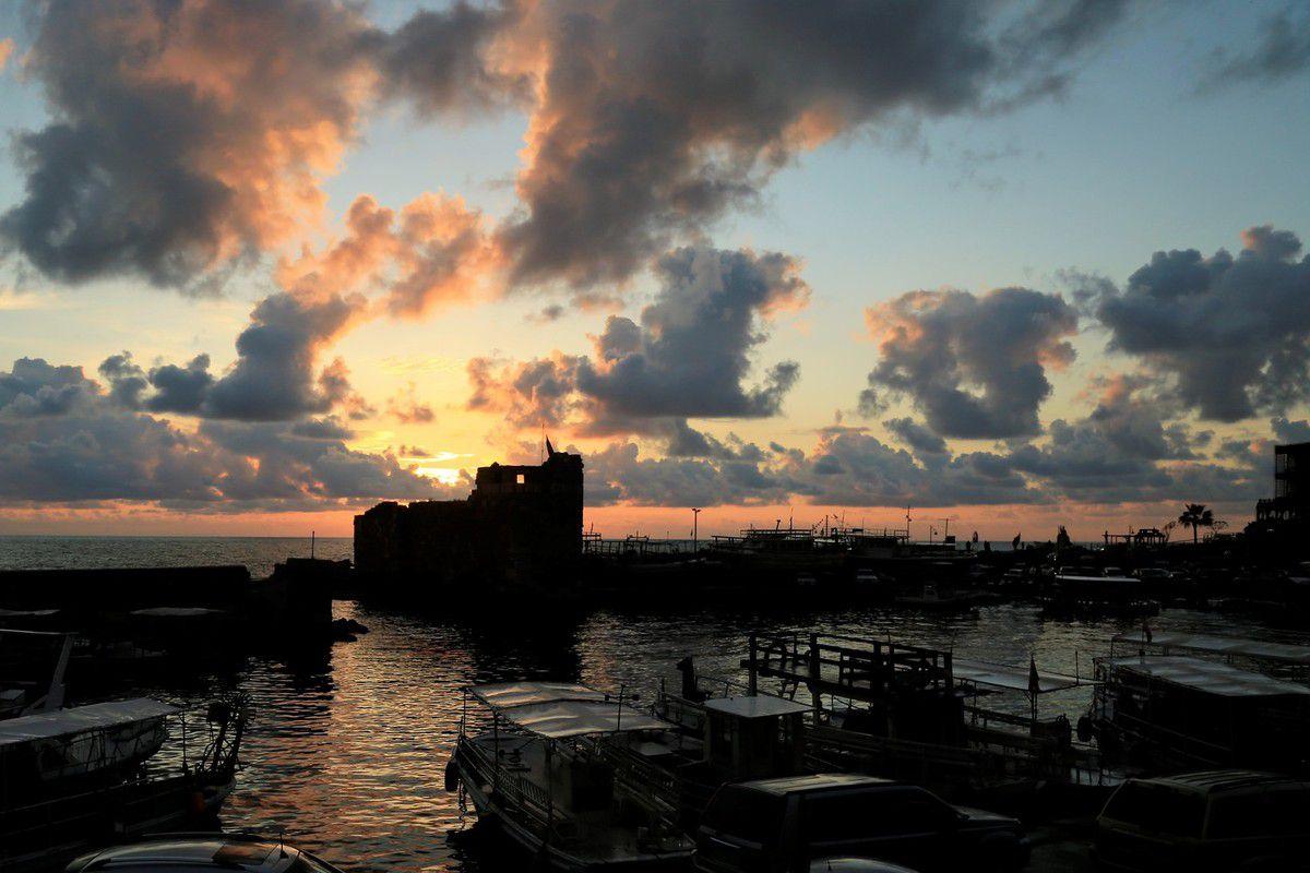 Port de Byblos, sa circulation, son fort.