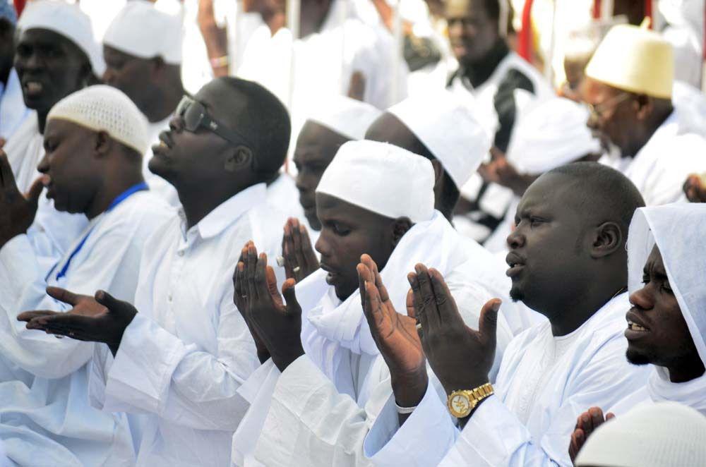 Prière de l'Aïd-el-fitr a Yoff diamalaye dirigée par Imam Libass Laye © Assane sow