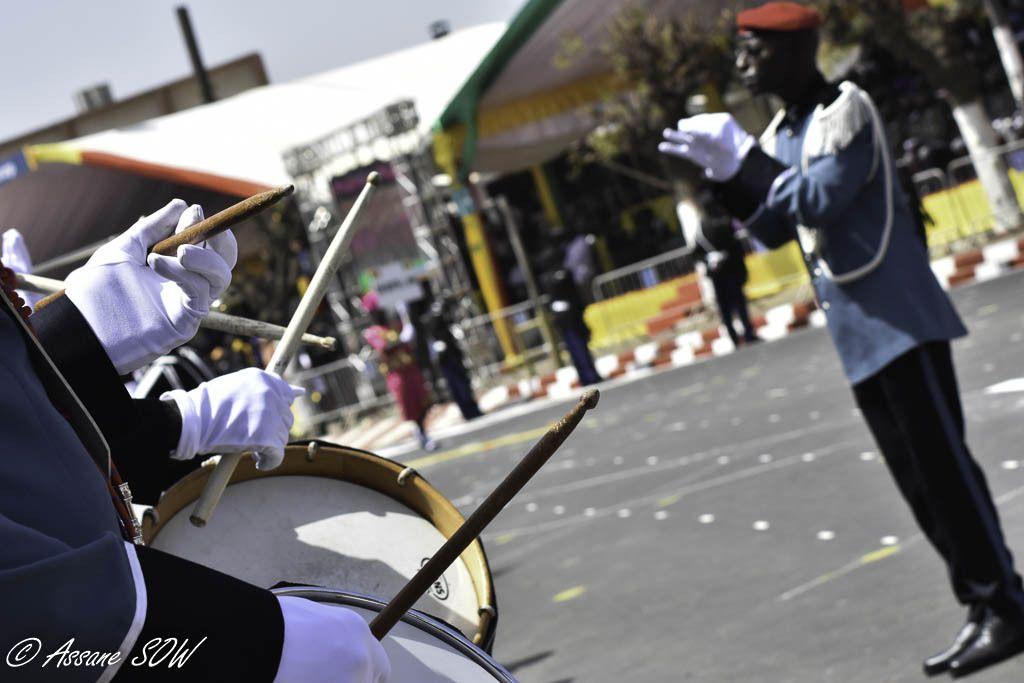 La musique des forces armées est un moyen d'évoquer et de résumer l'esprit militaire