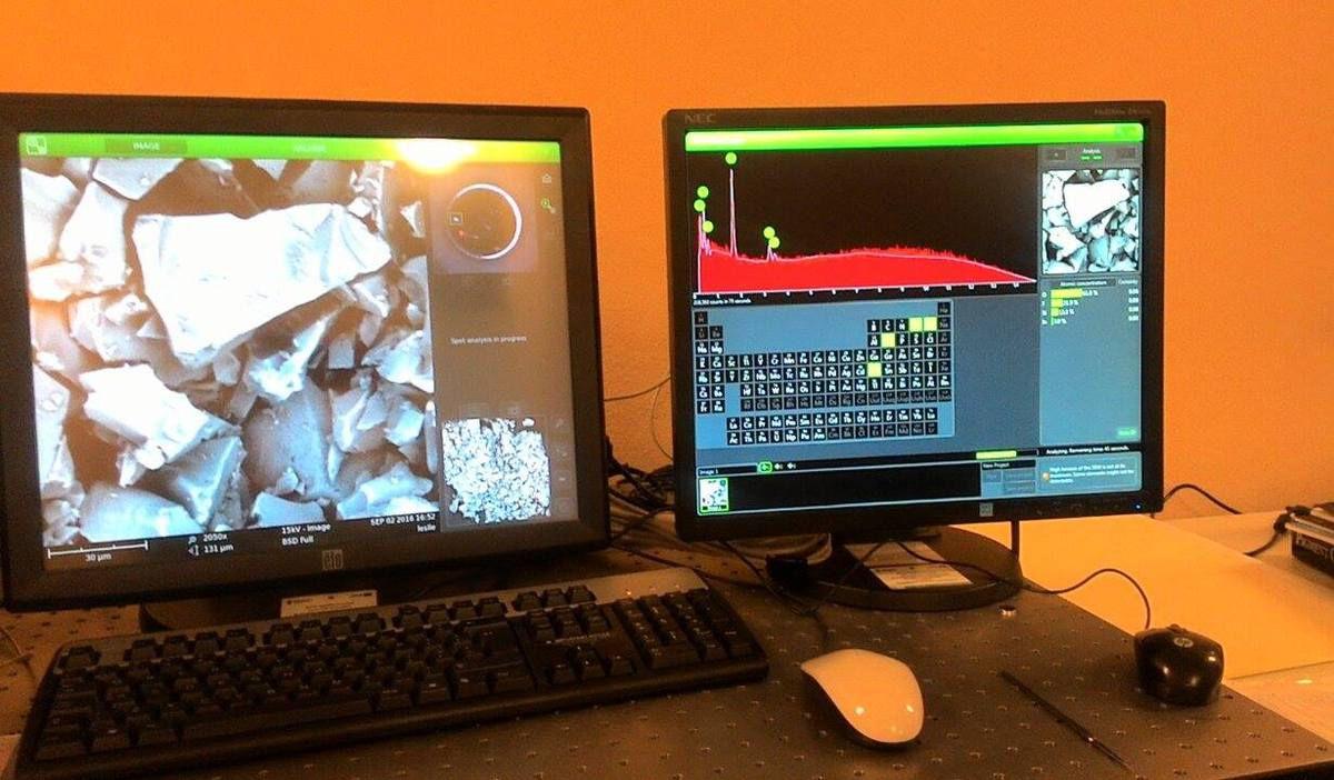 Analyse au MEB : sur l'écran de gauche, l'échantillon à une échelle de plusieurs dizaines de micromètres. Sur l'écran de droite : la courbe avec les différents pics montrant les atomes présents dans l'échantillons
