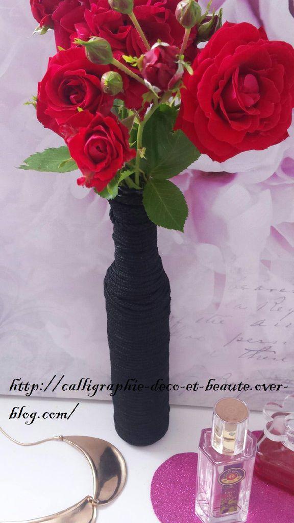 recycler une bouteille en verre vase à fleurs fil à tricoter Jamil El Kodosi vinagre