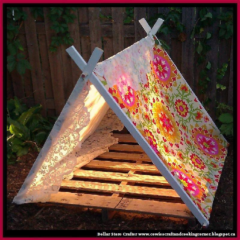 Use A Pallet And Some Weatherproof Fabric To Make This Cute Backyard Tent