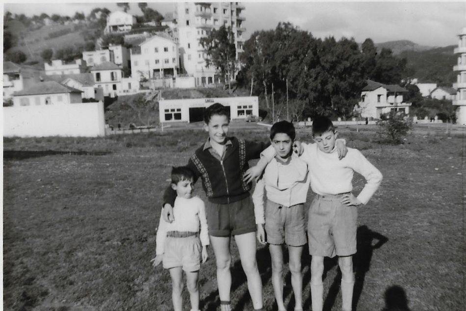 """de G à D : TURREL Christian (dcd à 10 ans) - SCHLOGEL Maurice - CAPELLO Alain - REPETTO Antoine photo prise dans le """" champ """""""