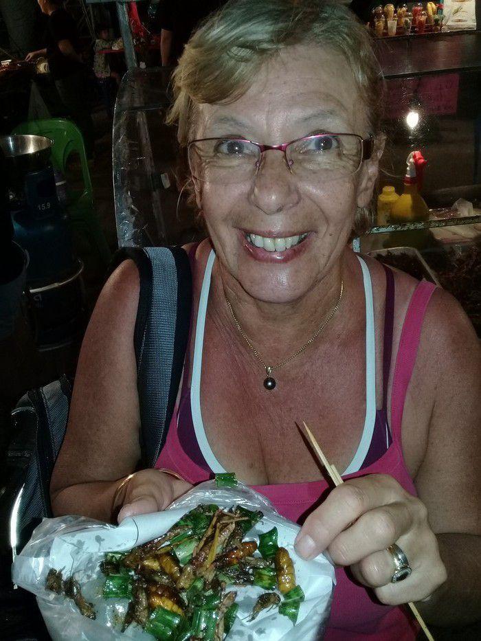 Jany s'est découvert une passion pour les grillons, sauterelles et autres larves grillées.