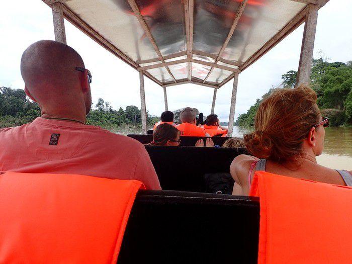 2 heures de pirogue sous le soleil et la pluie pour atteindre le coeur du PN Taman Negara