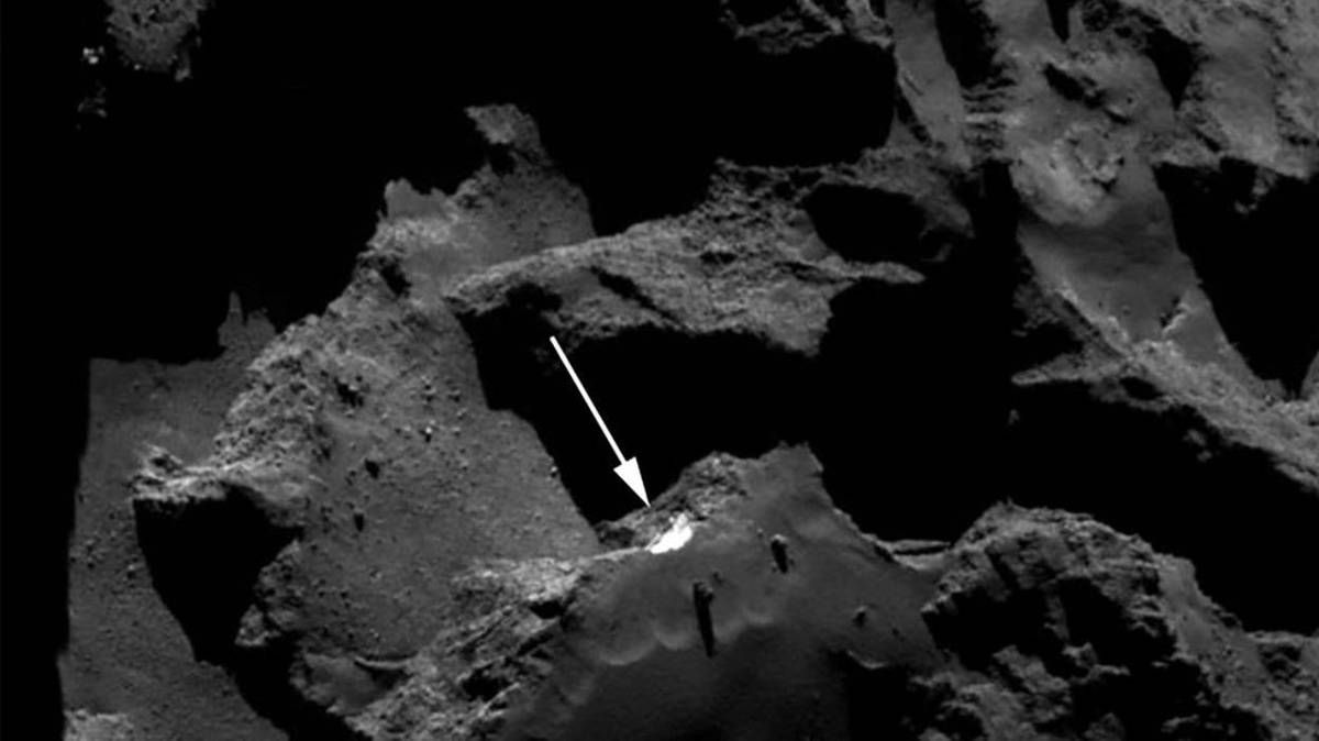 """Les comètes sont apparues il y a 4,5 milliards d'années et sont en quelque sorte restées dans le """"congélateur"""" de l'espace pendant quasiment tout ce temps. Ce qui en fait des témoins d'exception.Image haute définition de la région d'Aswan sur la comète Tchourioumov-Guérassimenko, prise par la caméra de navigation de la sonde Rosetta et diffusée par l'Agence spatiale européenne le 21 mars 2017 - © Handout"""