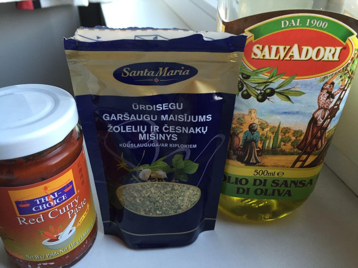 Spicy paella au poulet et à la crevette