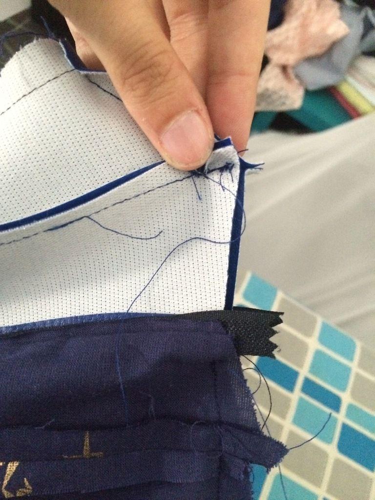 4)f) la couture du haut du sac
