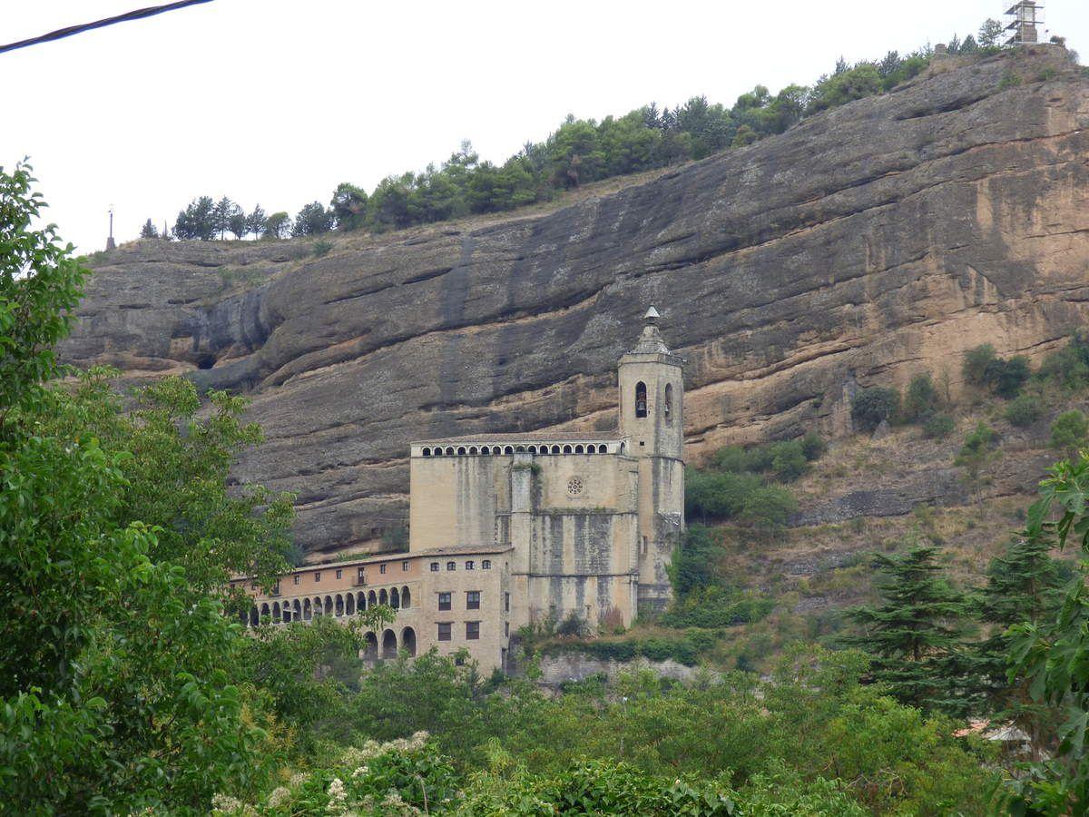 Graus, ses jolies façades, son monastère