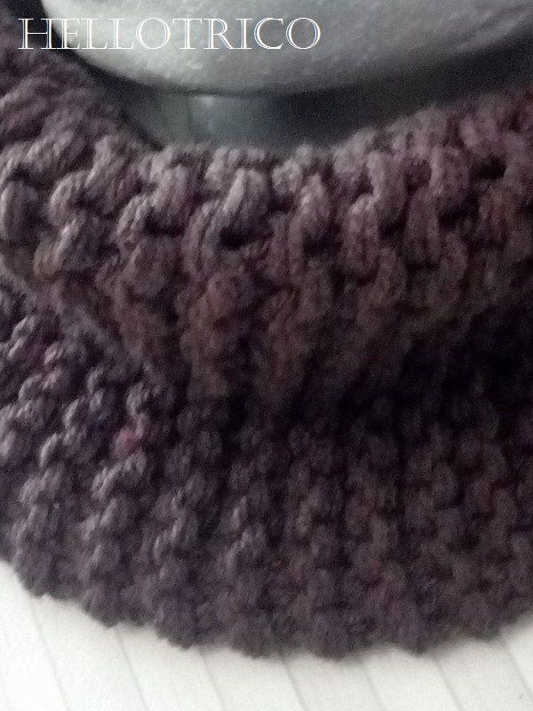 Voici un col grosses mailles tricoté en fils acrylique quadruplés et aiguilles numéro 10. Vous pourrez retrouvés certains de mes modèles sur ma boutique ETSY.COM  boutique HELLOTRICO