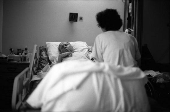 La Seguridad Social obliga a los médicos a marcar a los enfermos terminales para ahorrar