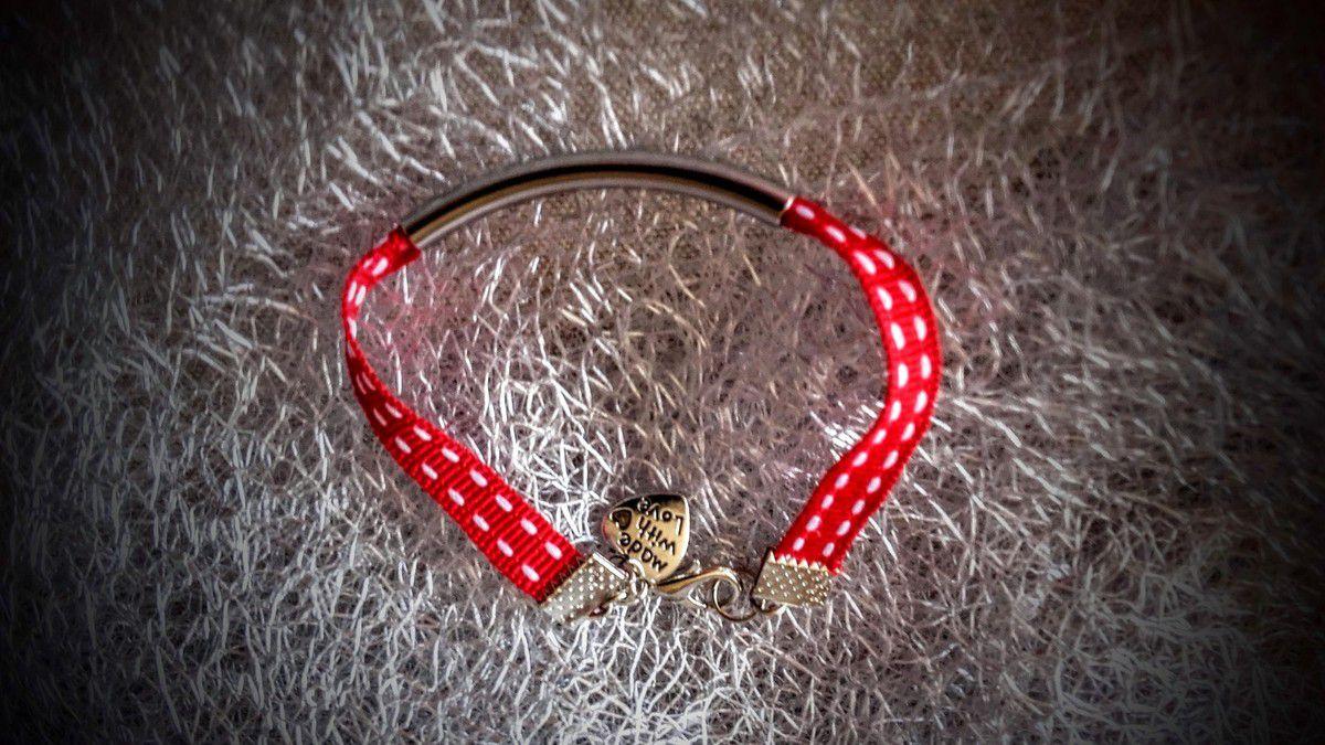 Et enfin un petit bracelet ruban...