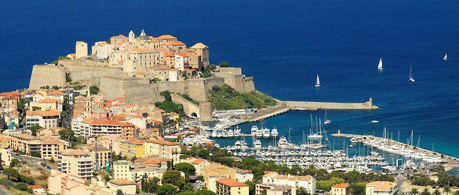 Flora Hollande en vacances en Corse aux frais de l'État ?