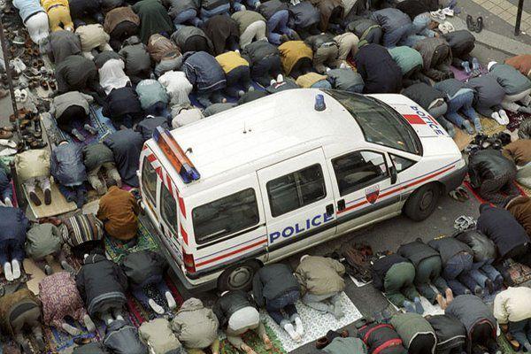 France : appels au meurtre et au terrorisme lors d'une prière de rue :protégé par la police dans le 92
