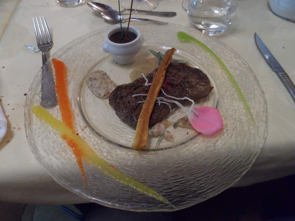 Steak de biche et flan de tapenade.