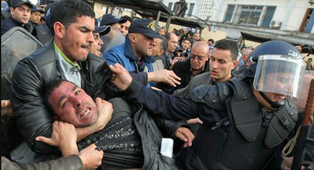 Alger quadrillée : Les fonctionnaires empêchés de tenir leur rassemblement de protestation. K-Direct - Actualité